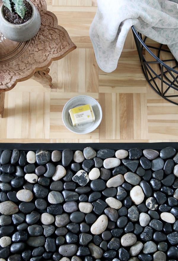 DIY Pebble Bath Mat For Under $10 | How