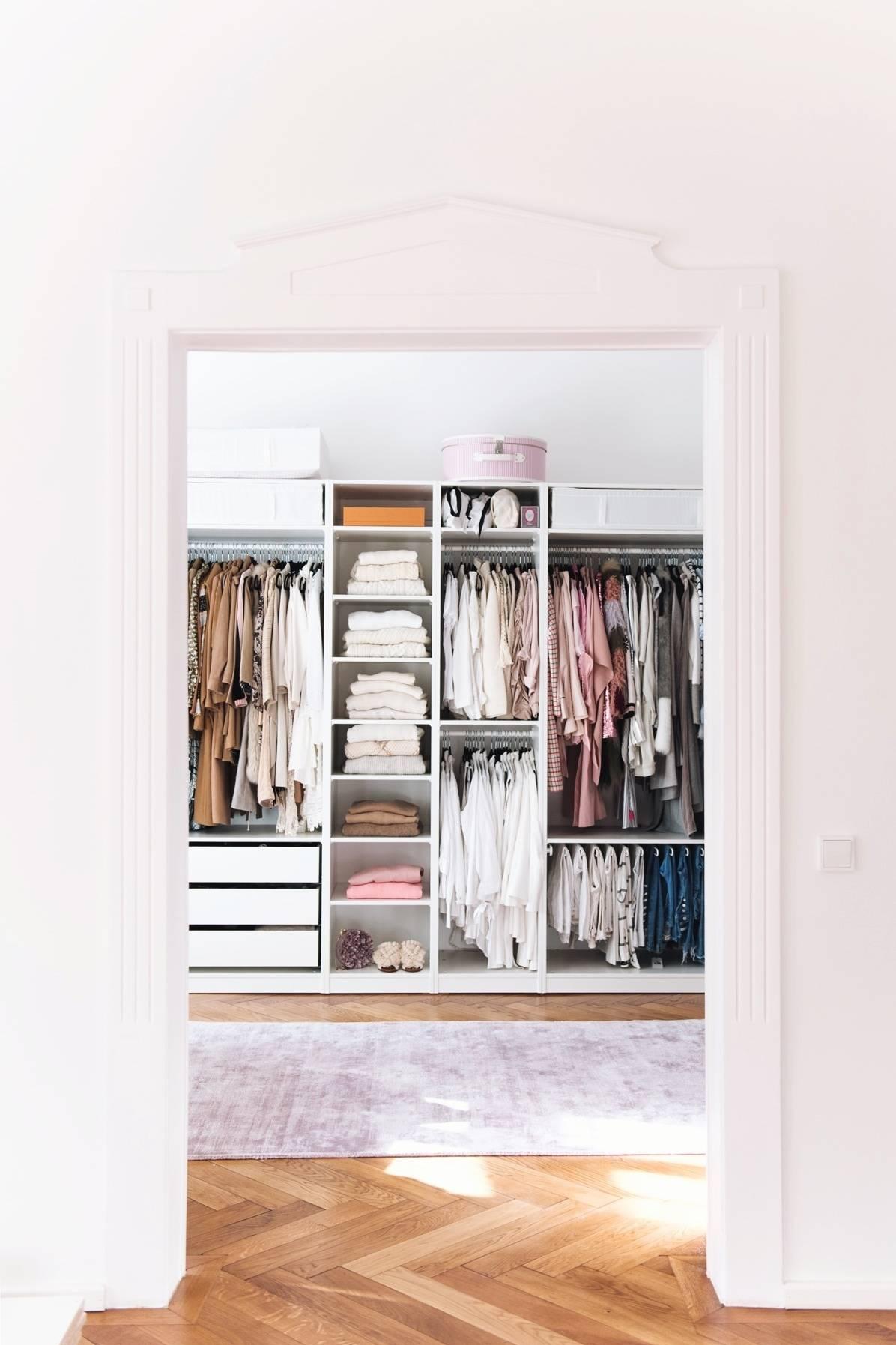 Fashiion Carpet IKEA PAX walk-in closet